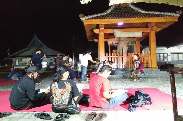 Rayakan Ulang Tahun Bung Karno, Perupa Blitar Kumpul di Istana Gebang