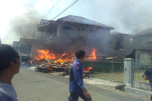 Padangsidimpuan Gempar, 2 Rumah Warga Terbakar Hebat di Siang Bolong