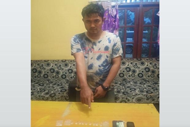 Modus Berdiri di Pinggir Sungai, Pengedar 10 Paket Narkotika Diringkus