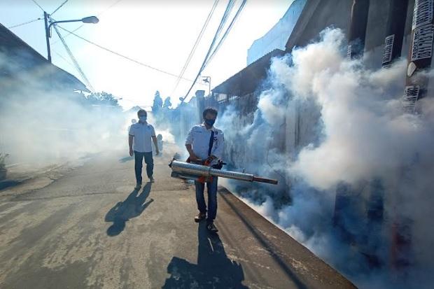 Cegah DBD, Perindo Sumsel Fogging Permukiman Warga Palembang