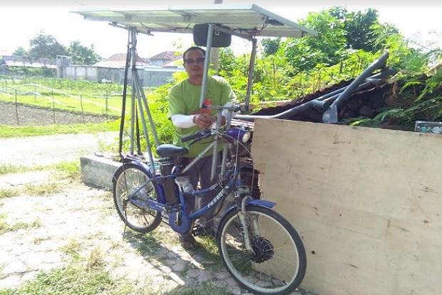 Keren, Pria Blitar Ini Mampu Ciptakan Sepeda Tenaga Matahari