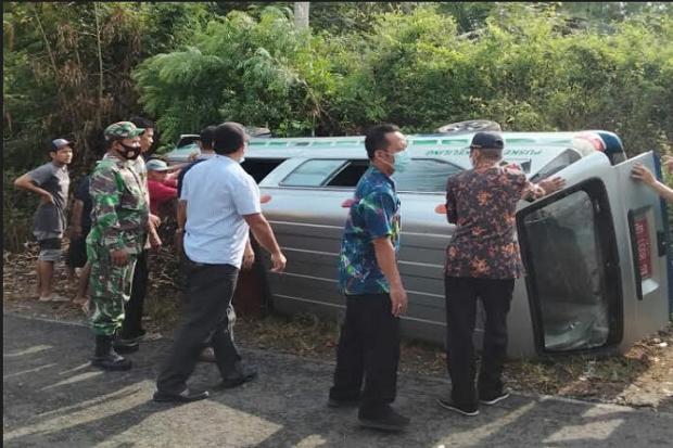 Cium Tebing Blitar Selatan, Mobil Pembawa Vaksin COVID-19 Terguling