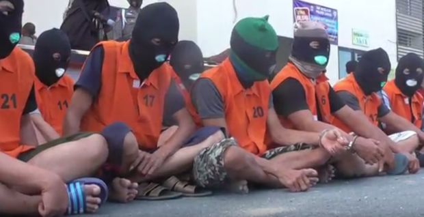 Asyik Main Judi, 12 Orang Diciduk saat Digerebek Polisi