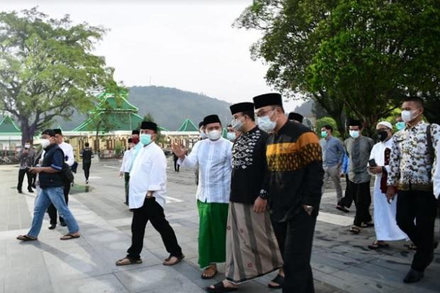 Subuh Berjamaah di Sumedang, Ridwan Kamil-Anies Baswedan Bicara Pangan dan Pertanian