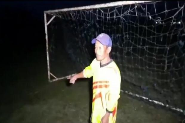 Tragis! 2 Remaja Tewas Disambar Petir saat Latihan Sepak Bola di Lapangan