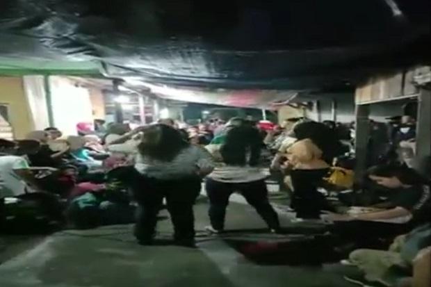 Mengaku Acara Yasinan, Wanita-wanita Seksi di Palangkaraya Ini Justru Asyik Joget Dangdut