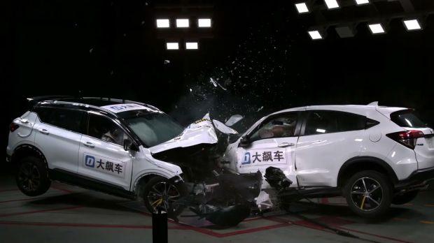 Uji Adu Banteng, Honda HR-V Kalah Aman dibanding Mobil China