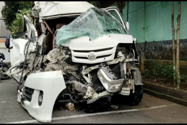 Sopir Ngantuk Minibus Hantam Bus di Tasikmalaya, 1 Tewas dan 5 Terluka