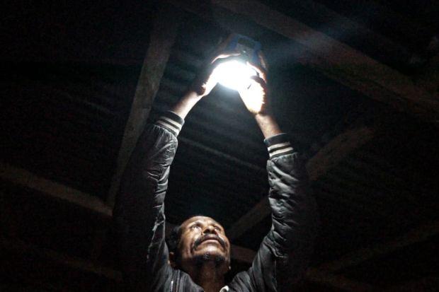 SignifyTerangi16 Desa di Kupang dan Sumba dengan Lampu Jalan LED Bertenaga Surya