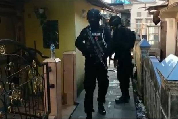 Minggu Pagi Palembang Gempar, Polisi Bersenjata Laras Panjang Serbu Kampung Narkoba