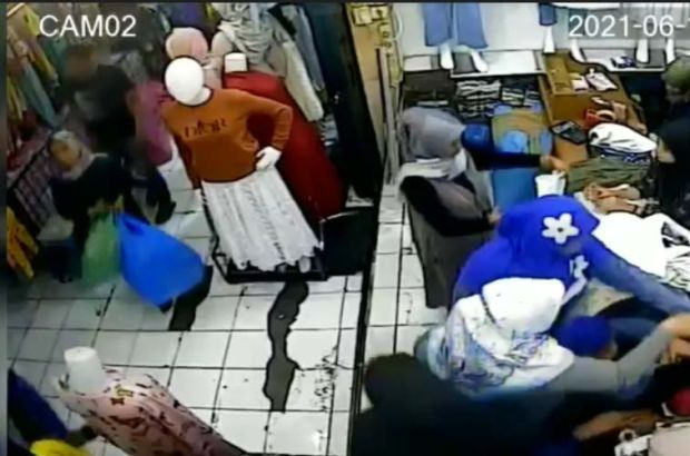 Wanita Pencuri Ini Lihai Sekali, Pura pura Belanja Tapi Bawa Lari Belanjaan Orang