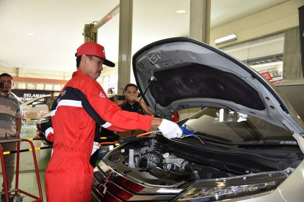 Tahapan Mencuci Mesin Mobil yang Benar