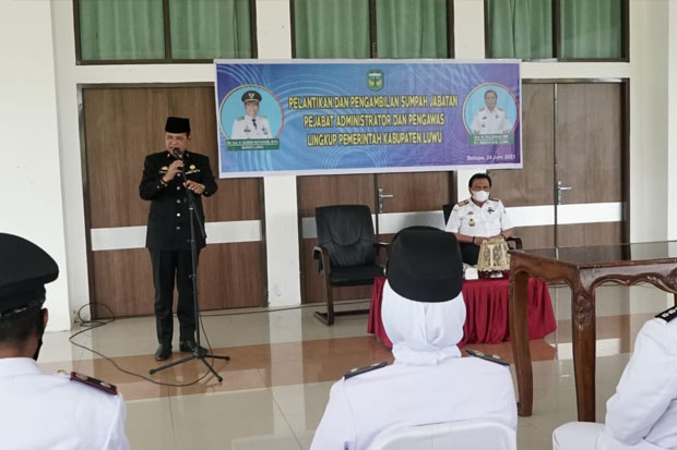 Lantik Puluhan Pejabat di Luwu, Ini Pesan Basmin Mattayang