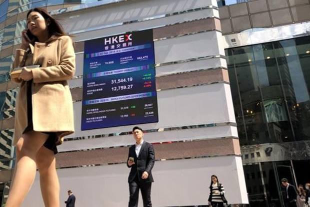 Badai Hujan Hitam Paksa Bursa Hong Kong Tutup Sementara