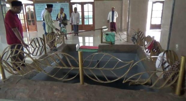 Khasiat Air Masjid Tertua di Pulau Jawa, Diyakini Usir Semua Penyakit