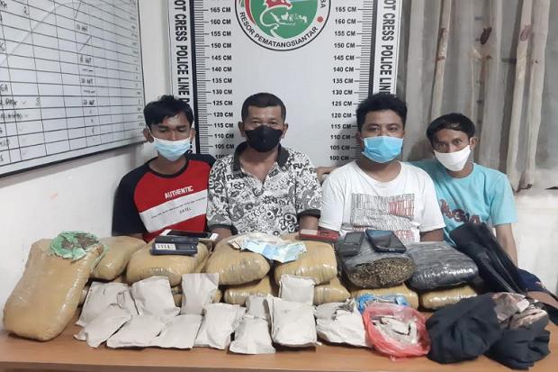 Bawa Ganja dan Tunggu Pembeli di Pos Polisi Pematangsiantar, Pemuda Ini Ditangkap