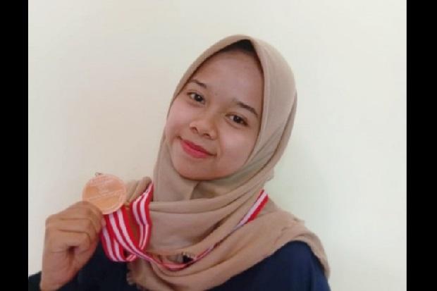 Awalnya Minder, Mahasiswi UIN Ini Menangi Kompetisi Kalahkan PTN Terbaik di Indonesia