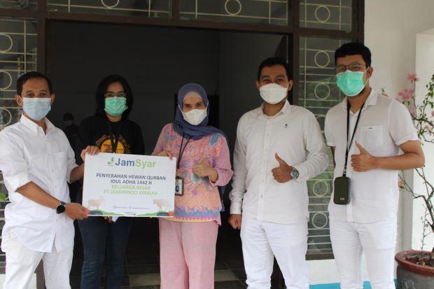 Berbagi di Tengah Pandemi, JamSyar Salurkan 30 Ekor Sapi Kurban