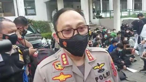 Demo Ricuh Tolak PPKM Darurat di Bandung, 150 Pemuda Ditangkap 3 Positif COVID-19