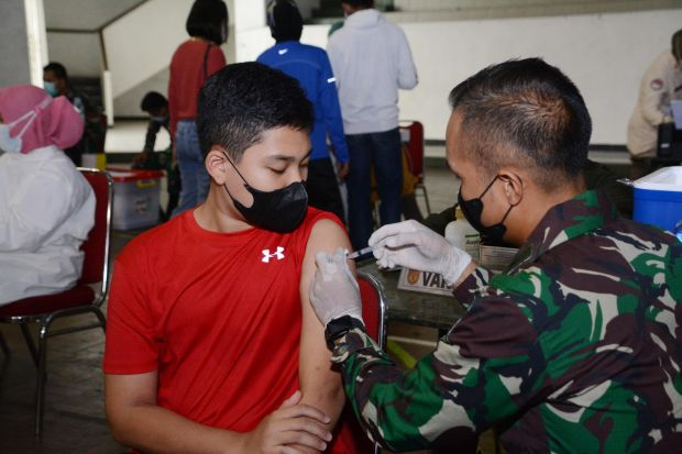 Ketika Anak-Anak Prajurit TNI Disuntik Vaksin COVID-19