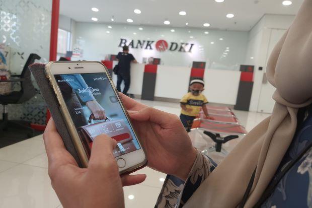 Hindari Antrian di ATM, Bank DKI Imbau Penerima BST Pakai JakOne Mobile