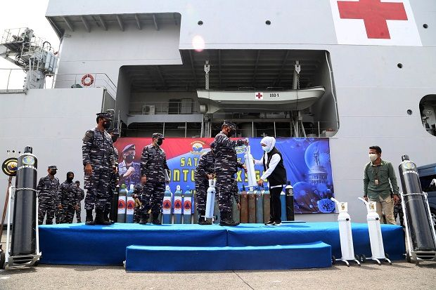 KRI SHS-990 Dikerahkan TNI Al untuk Depo Isi Ulang Oksigen 24 Jam Non Stop