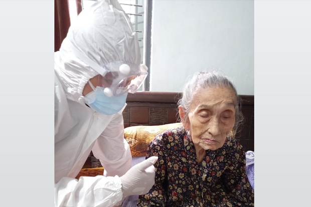 Luar Biasa! Nenek Usia 102 Tahun di Purwokerto Sembuh dari COVID-19