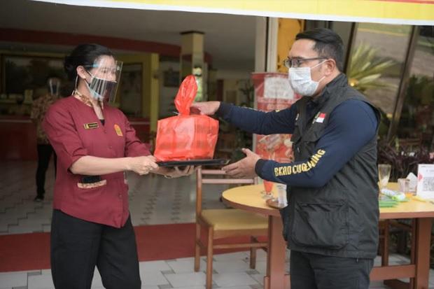 Blusukan di Cianjur, Kang Emil Dengarkan Curhatan Pegawai Restoran Langganan
