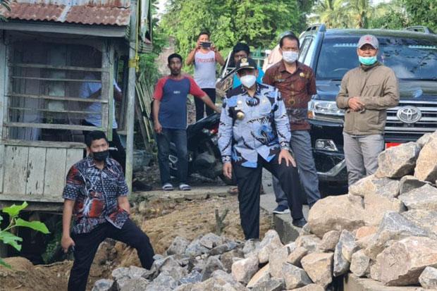 Amran Mahmud Pastikan Jalan Rusak di Kabupaten Wajo Segera Diperbaiki