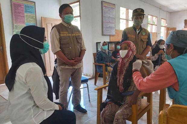Bupati Lutra Dorong Akselerasi Vaksinasi Hingga ke Wilayah Terpencil