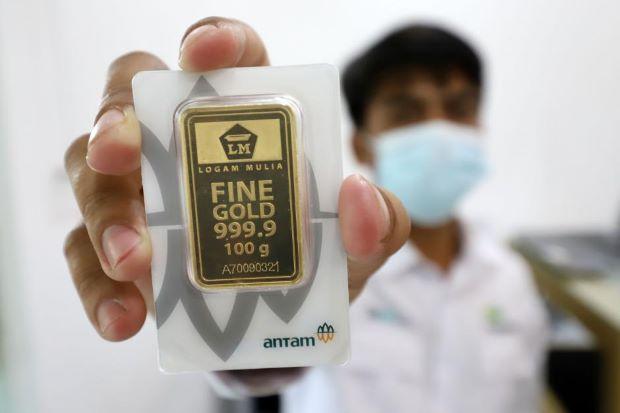 Turun Seceng, Harga Emas Hari Ini di Level Rp942.000 per Gram