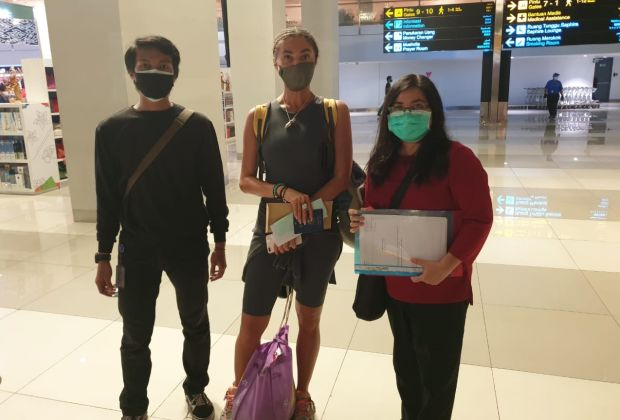 Ditipu Agen Visa, Bule Cantik Stella Diusir dari Bali