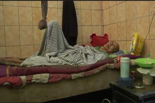 Menyedihkan, Dibelit Kemiskinan Kakek 85 Tahun Tinggal di WC Umum Dalam Kondisi Lumpuh