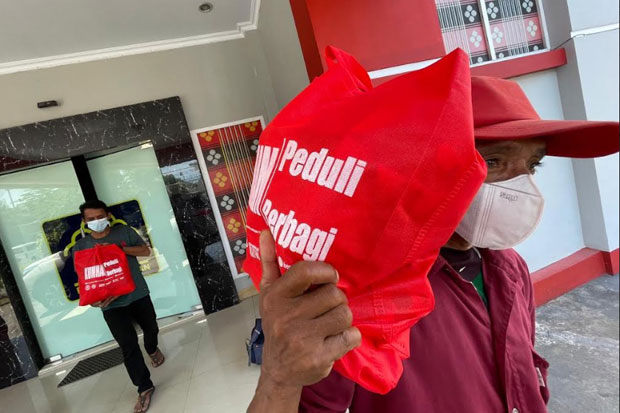 Petugas Rutan Makassar Sisihkan Gaji Bantu Warga Terdampak Covid-19