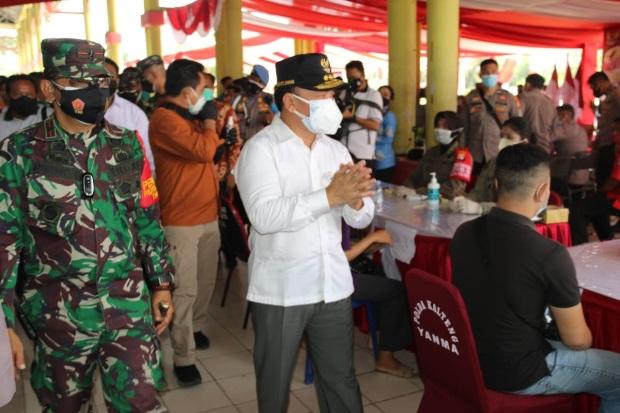 Gubernur Tinjau Pelaksanaan Vaksinasi Covid-19 Serentak di Kalteng