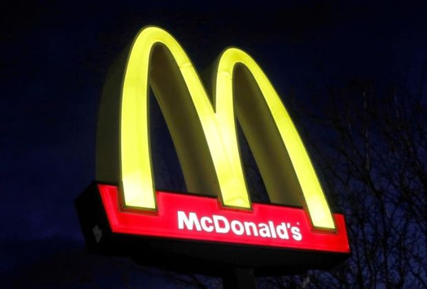 Varian Delta Meledak di AS, McD Larang Makan di Dalam Restoran