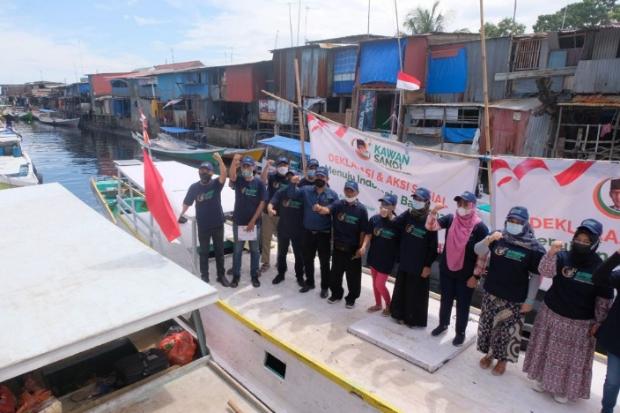 Dari Atas Perahu Nelayan, Relawan Deklarasikan Sandi Maju Capres 2024
