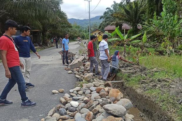 Dewan Pastikan Perbaikan Jalan di Desa Batu Putih Burau Lutim