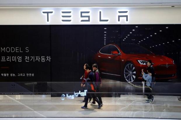 Ditanya Soal Investasi Tesla, Menteri Bahlil: Di Handle Langsung Tim Luhut