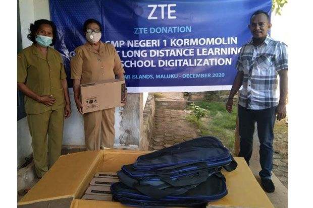 ZTE Salurkan Bantuan pada SMPN 1 Kormomolin Maluku untuk Tunjang Pendidikan di Kawasan 3T