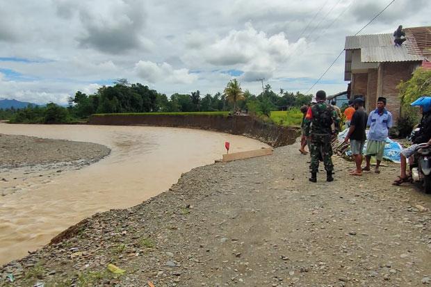 Jalan Putus Diterjang Banjir, Nyaris Isolasi 600 Warga di Walmas
