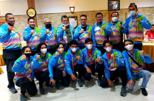 Prof Husain Syam Lepas Tim Bulu Tangkis Sulsel ke PON Papua