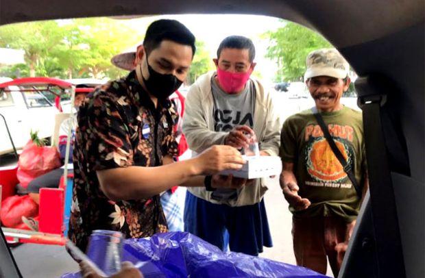 Jumat Berkah, Aston Makassar Berbagi Kotak Makan Siang
