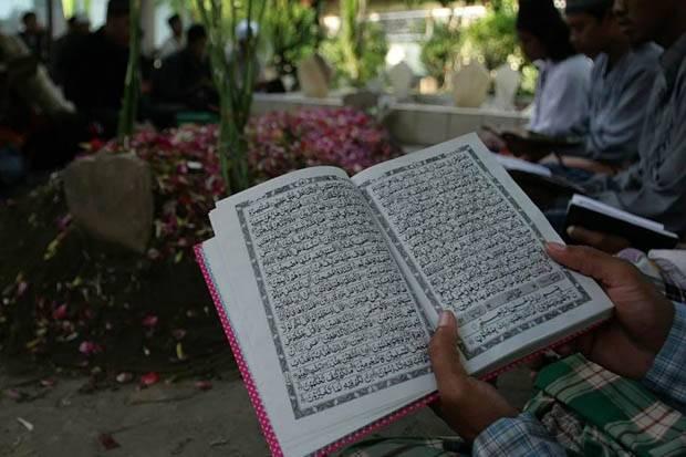 Imam Syafii Tak Pernah Menyatakan Baca Al-Quran di Kuburan Itu Bidah