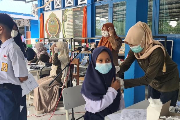 Ribuan Pelajar dan Masyarakat Maros Dapat Vaksinasi Gratis