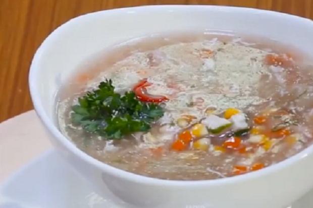 Lemaknyo Sop Jagung dengan Rempah dan Daging Ayam