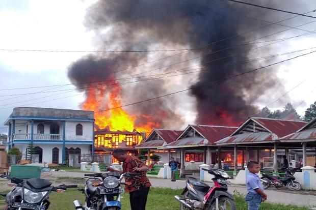 Diduga Arus Pendek, 9 Rumah di Taput Ludes Terbakar
