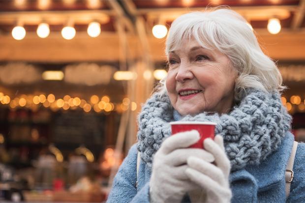 Lansia Sehat di Musim Dingin, Intip! Aktivitas yang Membantunya