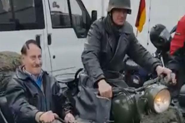 Adolf Hitler Bergentayangan dengan Motor Resahkan Warga Jerman
