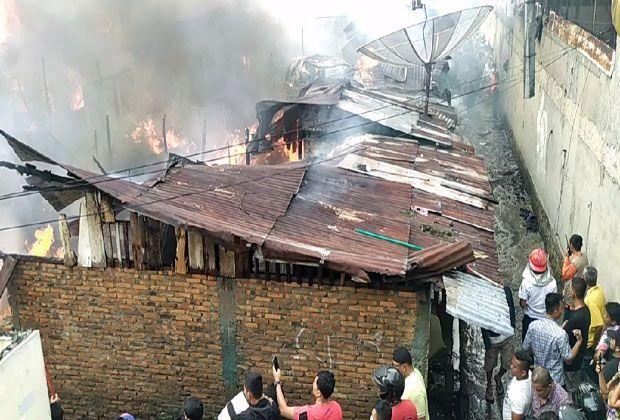 Belasan Rumah di Kawasan Padat Penduduk Kota Siantar Terbakar